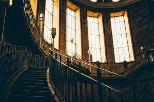 כיצד לבחור את סגנון המעקה המסחרי הטוב ביותר לבניין שלך
