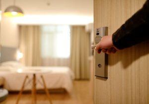 איך לחסוך כסף בהזמנת מלון