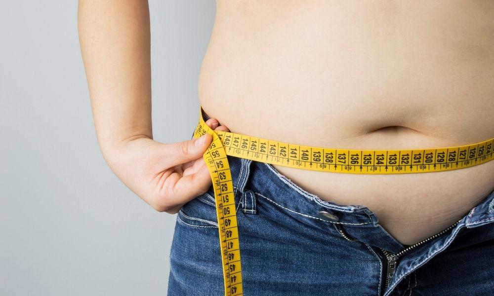 You are currently viewing השמנת יתר ובריחת שתן: החשיבות של שמירה על משקל בריא